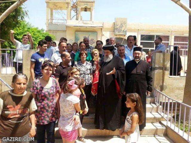 البطريرك أفرام يصل القامشلي بعد نزوح آلاف المسيحيين من الحسكة