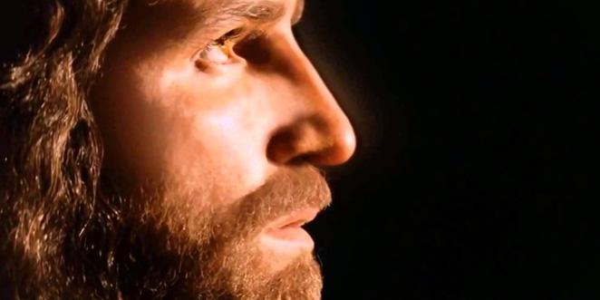 يقول المعترض: يسوع المسيح غير موجود والمسيحية أسطورة مبنية على شخصية وهمية