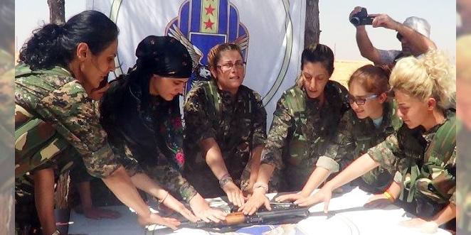 تخريّج أول دفعة من المقاتلات السريان في الجزيرة السورية