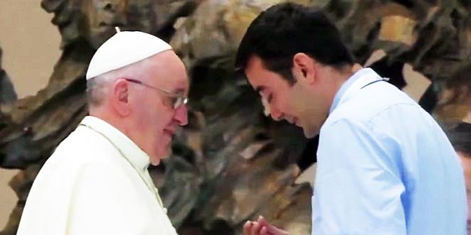 ماذا قدم الأب القادم من حلب لقداسة البابا فرنسيس؟ (فيديو)