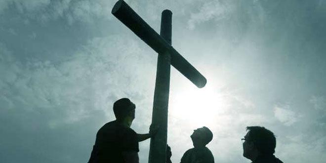 صليب الرب يسوع يُرفَع من جديد فوق العديد من الكنائس العراقية