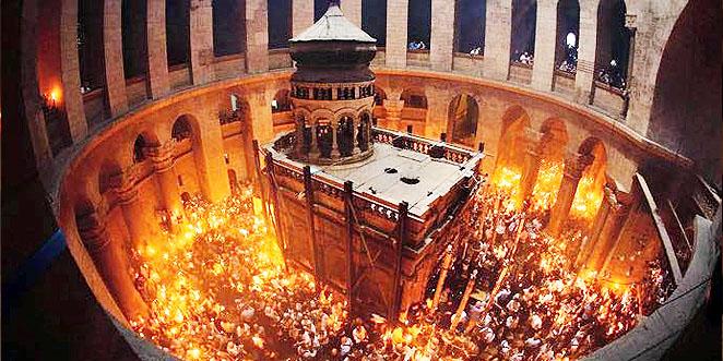 فيض النور المقدس من قبر السيد المسيح بكنيسة القيامة – 2017 (فيديو)